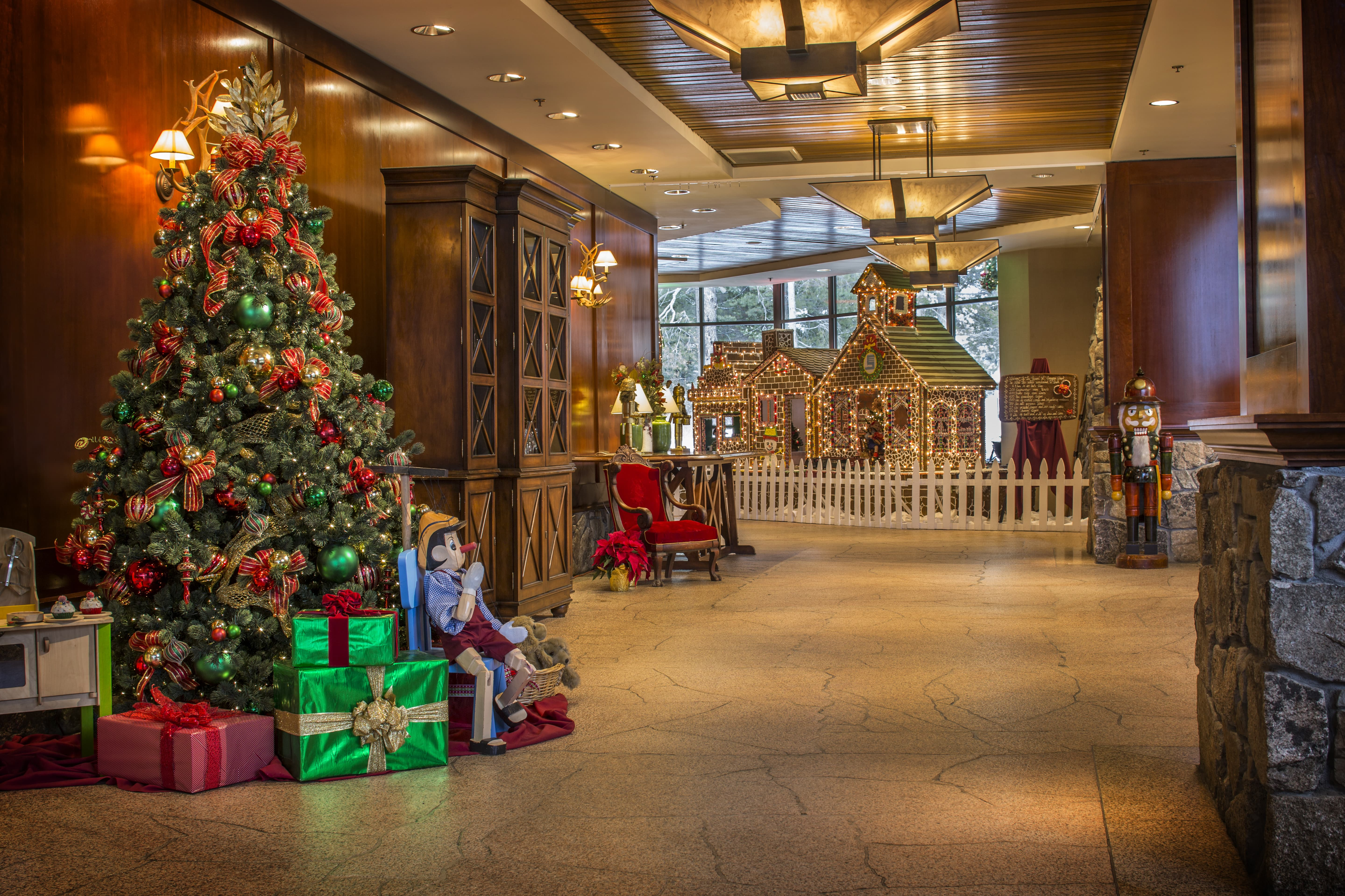 Christmas In Lake Tahoe.Christmas At The Resort At Squaw Creek Go Tahoe North