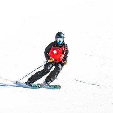 Women of winter Kari skiing